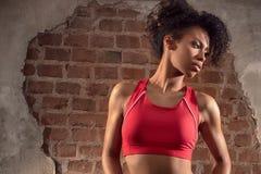Γυναίκα Afro μετά από τη γυμναστική workout στοκ εικόνα με δικαίωμα ελεύθερης χρήσης