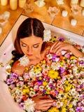 Γυναίκα flower spa Στοκ Φωτογραφίες
