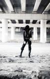 Γυναίκα Goth στη βιομηχανική ζώνη Στοκ φωτογραφίες με δικαίωμα ελεύθερης χρήσης