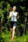 Γυναίκα Jogging Στοκ φωτογραφία με δικαίωμα ελεύθερης χρήσης