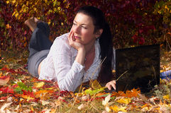 γυναίκα lap-top Στοκ φωτογραφία με δικαίωμα ελεύθερης χρήσης