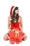 Γυναίκα Santa που κρατά ένα κιβώτιο δώρων Στοκ φωτογραφίες με δικαίωμα ελεύθερης χρήσης