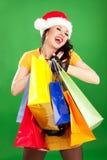 Γυναίκα santa διασκέδασης με τις συσκευασίες χρώματος Στοκ Φωτογραφίες