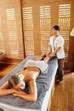 Γυναίκα SPA Θεραπεία μασάζ ποδιών πετρελαίου, θεραπεία Φροντίδα δέρματος σώματος Στοκ φωτογραφία με δικαίωμα ελεύθερης χρήσης
