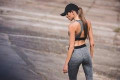 Γυναίκα sportswear και την ΚΑΠ Στοκ Εικόνες