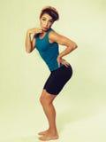 Γυναίκα sportswear που κάνει τη γυμναστική στοκ φωτογραφίες με δικαίωμα ελεύθερης χρήσης