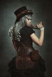 Γυναίκα Steampunk με το μηχανικό πυροβόλο όπλο Στοκ Εικόνα