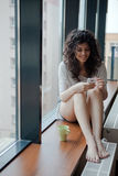 Γυναίκα Texting Στοκ Εικόνες