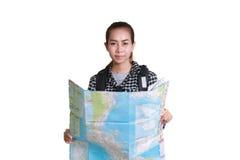Γυναίκες Ασιάτης με το σακίδιο πλάτης και να φανεί χάρτης Ταξιδιωτικό isol τουριστών Στοκ Εικόνες