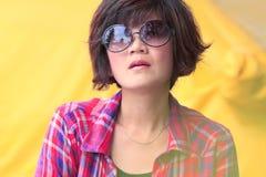 γυναίκες γυαλιών ανασκό& Στοκ φωτογραφία με δικαίωμα ελεύθερης χρήσης