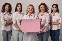 Γυναίκες ενάντια στο καρκίνο του μαστού στοκ εικόνες με δικαίωμα ελεύθερης χρήσης