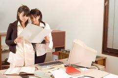 γυναίκες επιχειρησιακών γραφείων Στοκ εικόνες με δικαίωμα ελεύθερης χρήσης