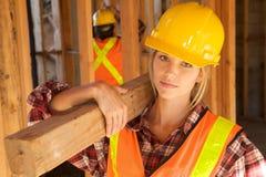 γυναίκες εργαζόμενος constru Στοκ φωτογραφίες με δικαίωμα ελεύθερης χρήσης
