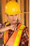 γυναίκες εργαζόμενος constru Στοκ φωτογραφία με δικαίωμα ελεύθερης χρήσης