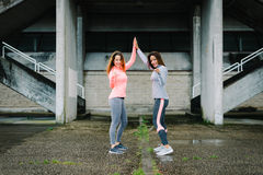 Γυναίκες ικανότητας που για το κίνητρο και workout την επιτυχία Στοκ φωτογραφία με δικαίωμα ελεύθερης χρήσης