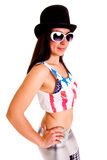 Γυναίκες με το καπέλο που απομονώνονται στην άσπρη συγκίνηση χαμόγελου τσίρκων disco υποβάθρου Στοκ φωτογραφίες με δικαίωμα ελεύθερης χρήσης