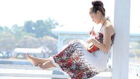 Γυναίκες με το ukulele φιλμ μικρού μήκους