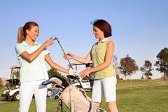 γυναίκες παικτών γκολφ Στοκ εικόνα με δικαίωμα ελεύθερης χρήσης