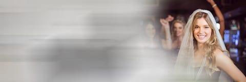 Γυναίκες που έχουν το κόμμα εορτασμού νύχτας κοτών διασκέδασης με τη μετάβαση Στοκ φωτογραφία με δικαίωμα ελεύθερης χρήσης