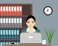 Γυναίκες που εργάζονται στον υπολογιστή Στοκ φωτογραφία με δικαίωμα ελεύθερης χρήσης