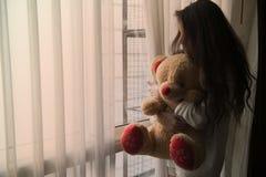 Γυναίκες που ζουν μόνο με τη θλίψη και τη νοσταλγία στοκ εικόνα