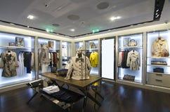 Γυναίκες που ντύνουν το κατάστημα Στοκ Φωτογραφίες
