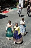 Γυναίκες που φορούν το φόρεμα tradional στην οδό της Κορέας Στοκ φωτογραφία με δικαίωμα ελεύθερης χρήσης