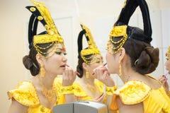 Γυναίκες σε κίτρινο στοκ εικόνες με δικαίωμα ελεύθερης χρήσης