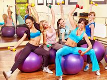 Γυναίκες στην κατηγορία αερόμπικ. Στοκ Εικόνα