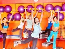 Γυναίκες στην κλάση αερόμπικ. Στοκ Φωτογραφίες