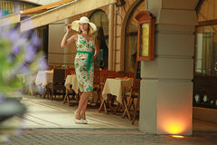 Γυναίκες στον υπαίθριο καφέ Στοκ Εικόνες