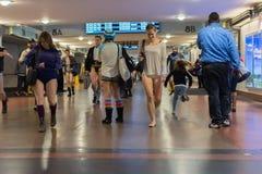 Γυναίκες στον υπόγειο χωρίς εσώρουχα Στοκ εικόνα με δικαίωμα ελεύθερης χρήσης