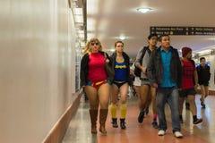 Γυναίκες στον υπόγειο χωρίς εσώρουχα Στοκ εικόνες με δικαίωμα ελεύθερης χρήσης