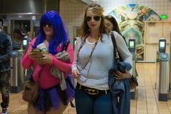 Γυναίκες στον υπόγειο χωρίς εσώρουχα Στοκ φωτογραφίες με δικαίωμα ελεύθερης χρήσης