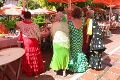 Γυναίκες Flamenco στα φορέματα κατά τη διάρκεια Feria στην Ισπανία Στοκ Φωτογραφία