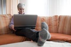 γυναίκες lap-top στοκ φωτογραφία με δικαίωμα ελεύθερης χρήσης