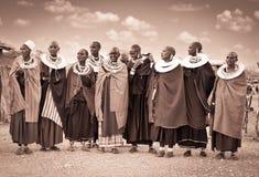 Γυναίκες Masai με τις παραδοσιακές διακοσμήσεις Τανζανία Στοκ Φωτογραφία