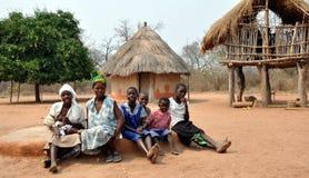 Γυναίκες Ndebele και κορίτσια, ο Βορράς Gokwe, Ζιμπάμπουε στοκ φωτογραφία με δικαίωμα ελεύθερης χρήσης
