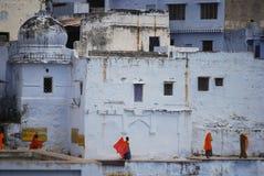 Γυναίκες Pushkar γύρω από το ναό και τη λίμνη Στοκ Εικόνα