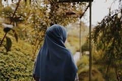 ΓΥΝΑΙΚΑ HIJAB MOESLIM στοκ εικόνες