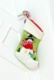Γυναικεία κάλτσα Χριστουγέννων στην πόρτα Στοκ φωτογραφία με δικαίωμα ελεύθερης χρήσης