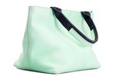 Γυναικεία τσάντα σε πράσινο Στοκ εικόνες με δικαίωμα ελεύθερης χρήσης