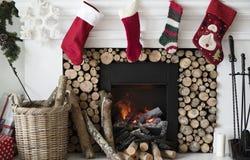 Γυναικείες κάλτσες Χριστουγέννων που κρεμούν από την καπνοδόχο Στοκ Εικόνες