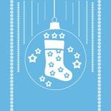 Γυναικείες κάλτσες Χριστουγέννων σε μια σφαίρα Χριστουγέννων Στοκ Εικόνες