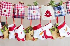 Γυναικείες κάλτσες Χριστουγέννων για τα δώρα - κλείστε επάνω Στοκ φωτογραφία με δικαίωμα ελεύθερης χρήσης