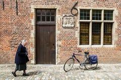 γυναικείες παλαιές οδοί beguinage Στοκ Εικόνα