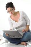 γυναικείες on-line νεολαίε&sigmaf Στοκ Εικόνες