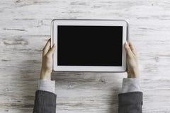 Γυναικείος προϊστάμενος που χρησιμοποιεί τη συσκευή ταμπλετών Στοκ Εικόνες