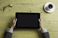 Γυναικείος προϊστάμενος που χρησιμοποιεί τη συσκευή ταμπλετών Στοκ Εικόνα