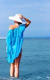 γυναικείο λευκό καπέλων παραλιών Στοκ Εικόνες